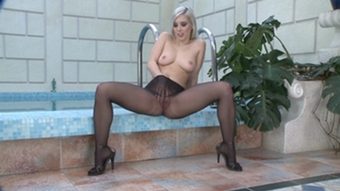 NYLON PEE GIRLS / Nasty Pee in her Nylons