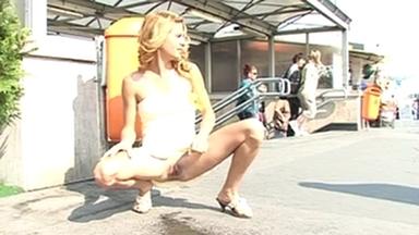 PUBLIC PEE GIRLS / Extreme Public Piss Girls Linda