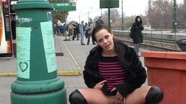 PUBLIC PEE GIRLS / Extreme Public Piss Girls No.26