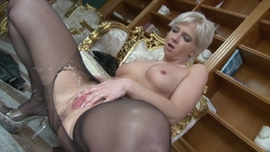 NYLON PEE GIRLS / Joanna Pee in her Nylons