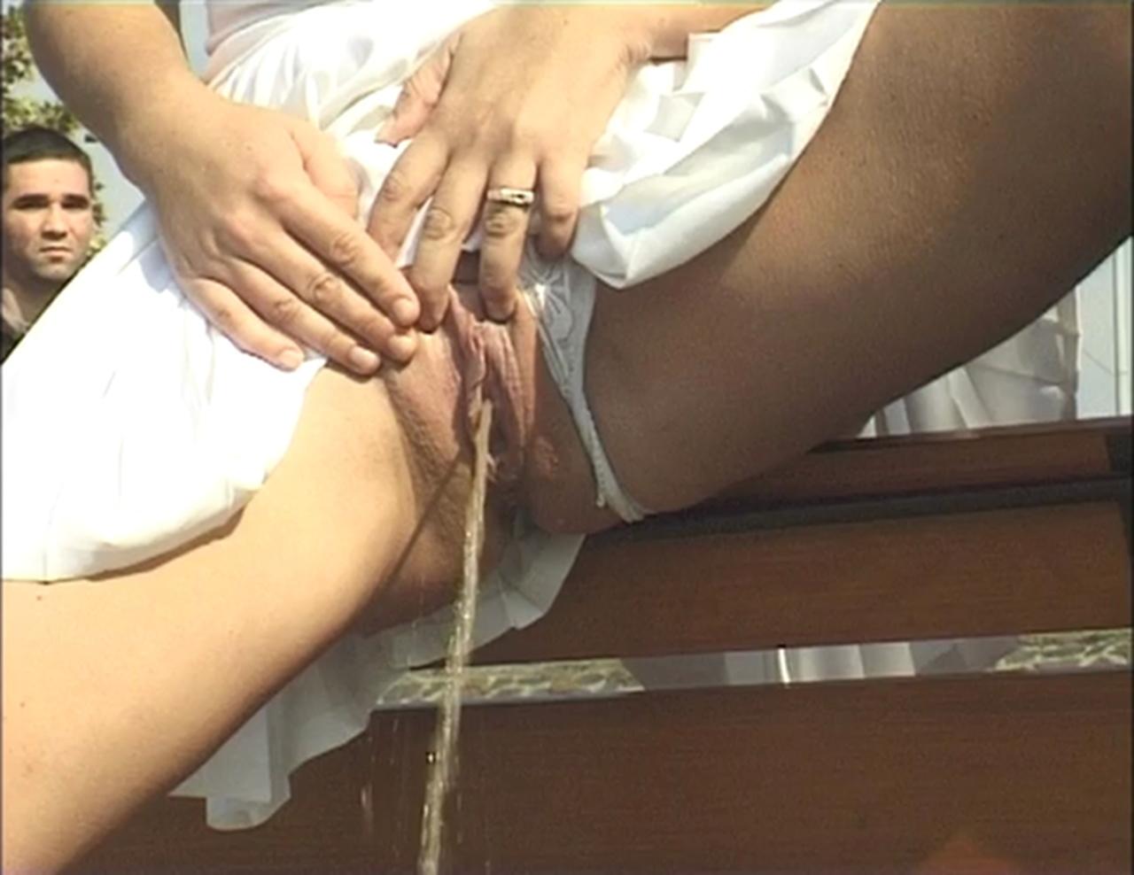 Deep penetration clip