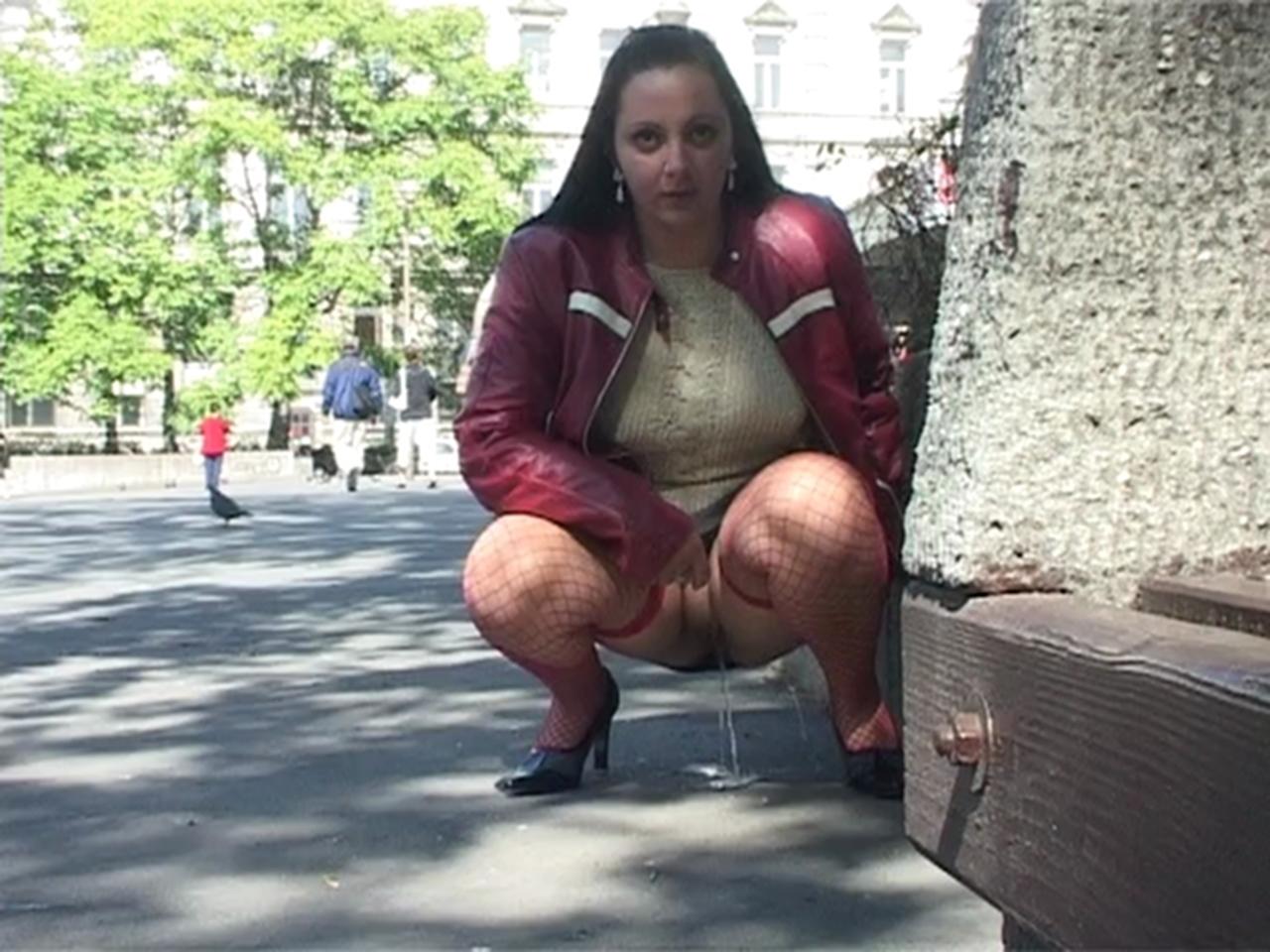 Girls Peeing In Public Porn Videos