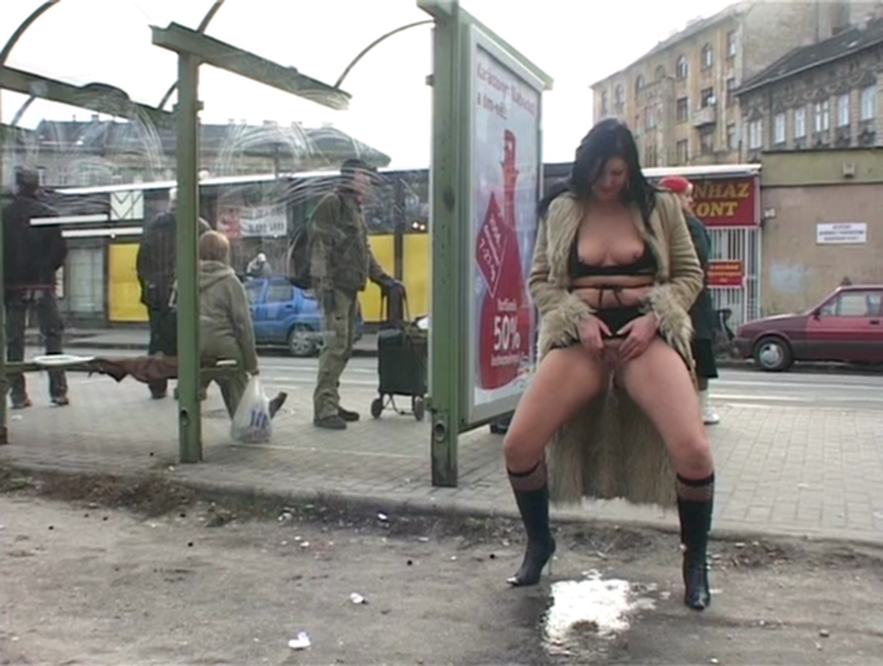 Run away Public piss in street delicia bunda