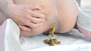 SCAT INTO MOUTH / Scat Training And Swallow - Cashmere White And Her First Time