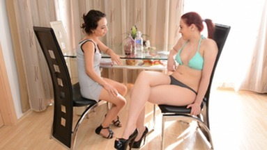 SCAT INTO MOUTH / Scat Erotic Roxana And Cashmere White - The Try