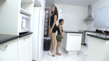 SCAT INTO MOUTH / Scat Giant VS Extra Mini Girl Real Swallow - The First Time For Giant Ana Claudia And Mini Mi