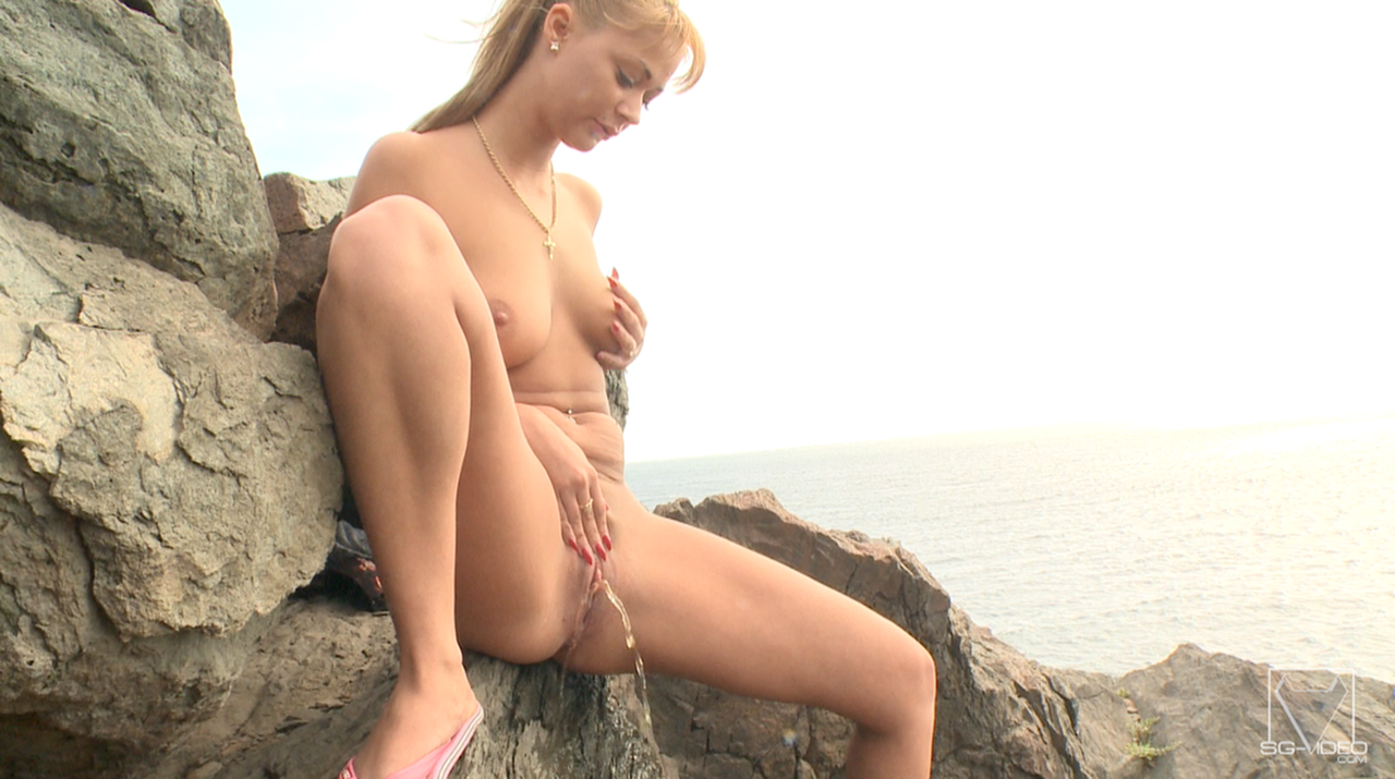 Solo Scat Girl Peneloppe Ferre - Watch Me Shit And Pee