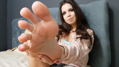 Deep Feet Vomit By Top Model Mirella Gati And Nina Lins