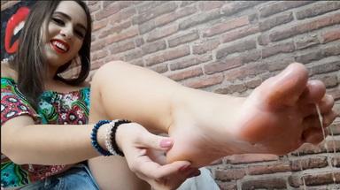 VOMIT GIRLS / Deep Feet Vomit Extreme - Devouring My Beautiful Feet By Top Girl Manuela Riva